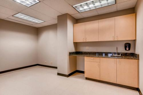 4704-Harlan-Street-Denver-CO-large-030-12-Kitchen-Facilities-1500x1000-72dpi